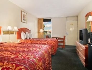 Days Inn Albany Ga - Albany, GA 31701 - Guestroom