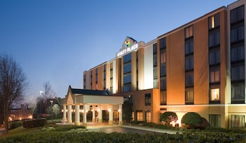 Hyatt Place Columbus Worthington 8 0 Miles From Ohio State University This Is Our Guide To Finding Hotels Near