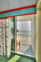 Standard Room, 1 King Bed, Balcony, Oceanfront