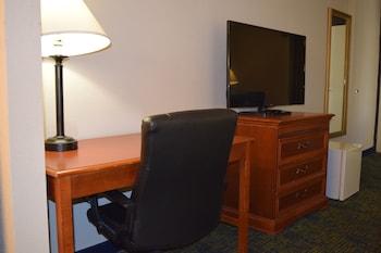 Quality Inn Prestonsburg - Prestonsburg, KY 41653 - Guestroom