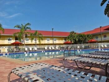 La Quinta Inn Cocoa Beach-Port Canaveral - Cocoa Beach, FL 32931 - Pool