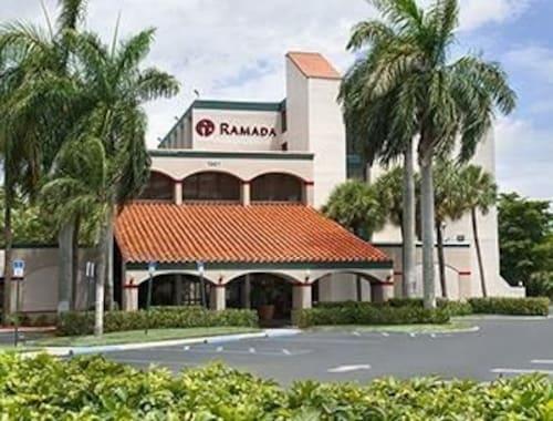 西棕櫚灘機場華美達飯店