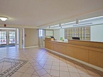 La Quinta Inn Phoenix Sky Harbor Airport - Tempe, AZ 85281 - Lobby