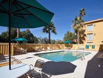 La Quinta Inn Phoenix Sky Harbor Airport - Tempe, AZ 85281 - Pool