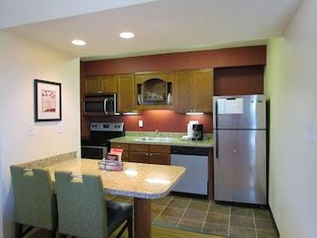 Residence Inn by Marriott Louisville - Louisville, KY 40222 - In-Room Kitchenette