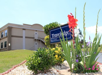 Travelodge Perry Ga - Perry, GA 31069 - Property Grounds