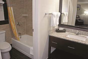 La Quinta Inn Fort Collins - Fort Collins, CO 80524 - Guestroom