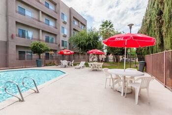 Ramada Limited Bakersfield North - Bakersfield, CA 93309 - Pool