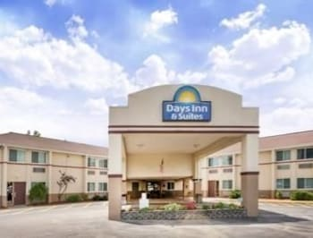 Days Inn & Suites Bridgeport/Clarksburg
