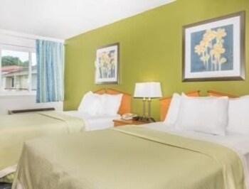 Days Inn & Suites Bridgeport/Clarksburg