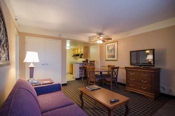 Quality Suites - The Royale Parc Suites - Kissimmee, FL 34746 - Living Area