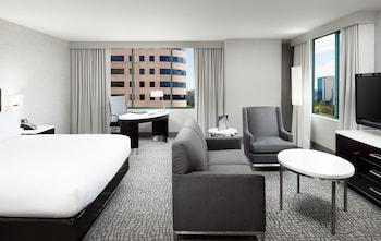Hilton Woodland Hills / Los Angeles - Woodland Hills, CA 91367 - Guestroom