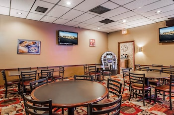 Quality Inn - Fort Dodge, IA 50501 - Hotel Bar