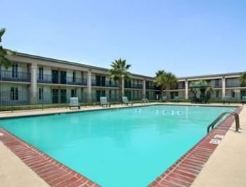 Days Inn - Jennings, LA 70546 - Pool