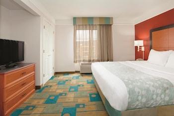 La Quinta Inn & Suites Denver Southwest Lakewood - Lakewood, CO 80227 - Guestroom