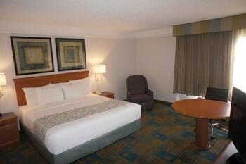 La Quinta Inn & Suites Denver Airport DIA - Denver, CO 80249 - Guestroom