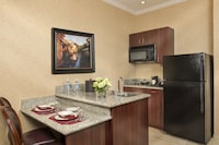 Executive One Queen Studio Full Kitchen