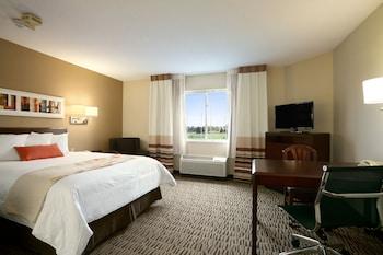 Hawthorn Suites by Wyndham Orlando Altamonte Springs - Altamonte Springs, FL 32701 - Guestroom