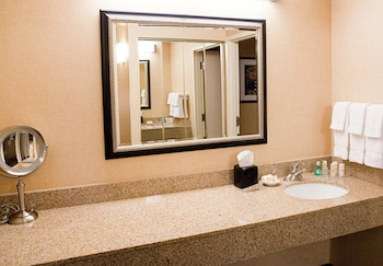 Courtyard by Marriott Livermore - Livermore, CA 94550 - Guestroom