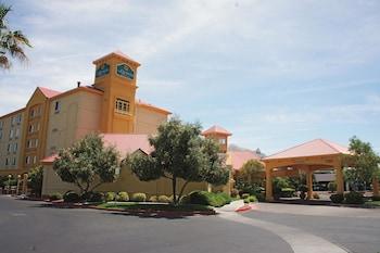 La Quinta Inn Suites Las Vegas Summerlin Tech 11 3 Miles From Nellis Air Force Base
