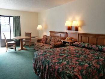 Golden Link Resort Motel - Kissimmee, FL 34746 - Guestroom