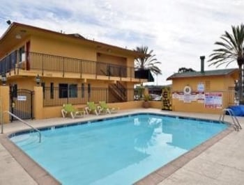 Travelodge Oceanside - Oceanside, CA 92058 - Pool