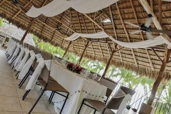 Flamingo Beach Resort & Spa