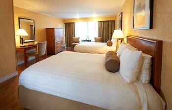 Flamingo Conference Resort & Spa - Santa Rosa, CA 95405 - Guestroom