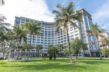 4 8 Miles From Ultra Music Festival Sonesta Fort Lauderdale Beach Photo Hotel Colonnade