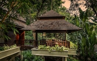 Upper Garden Pavilion with two twin beds