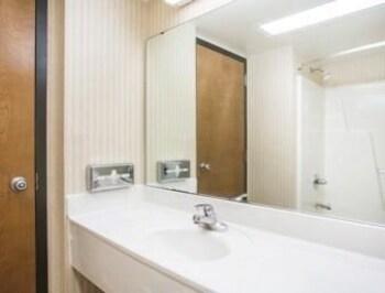 Days Inn & Suites Sutton Flatwoods