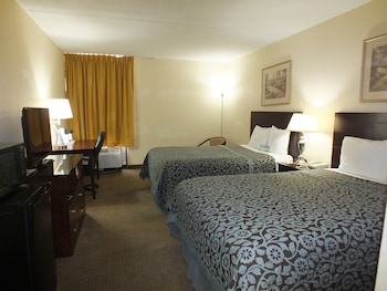 Days Inn Indianapolis Off I-69 - Indianapolis, IN 46250 - Guestroom