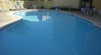 Hoffman Inn & Suites - Hoffman Estates, IL 60195 - Pool