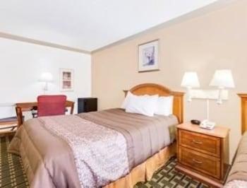 Days Inn Birmingham/West - Birmingham, AL 35204 - Guestroom
