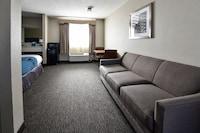 Luxury Suite, 2 Queen beds, Living/Dining area
