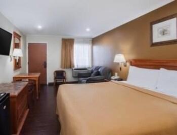 Torrance Travelodge - Torrance, CA 90501 - Guestroom