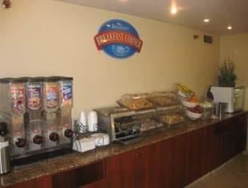 Baymont Inn & Suites Peoria - Peoria, IL 61614 - Breakfast Area