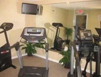 Baymont Inn & Suites Peoria - Peoria, IL 61614 - Guestroom