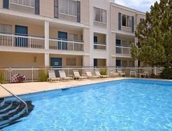 Baymont Inn & Suites Peoria - Peoria, IL 61614 - Pool