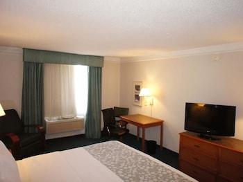 La Quinta Inn Moline Airport - Moline, IL 61265 - Guestroom