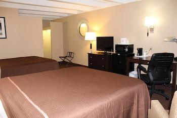 Howard Johnson Hotel Rockford IL - Rockford, IL 61109 - Guestroom