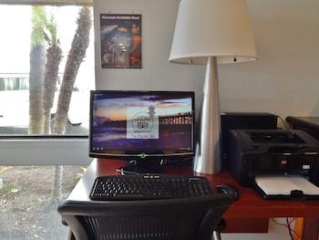 Pacific Inn - Seal Beach, CA 90740 - Business Center