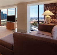 Deluxe Suite, 1 King Bed, Non Smoking, Strip View