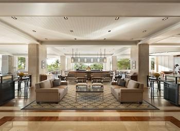Shangri-La Mactan Lobby Sitting Area