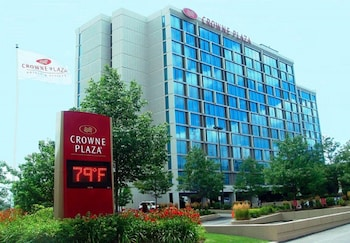 Crowne Plaza Hotel Chicago O Hare 11 8 Miles From United Center