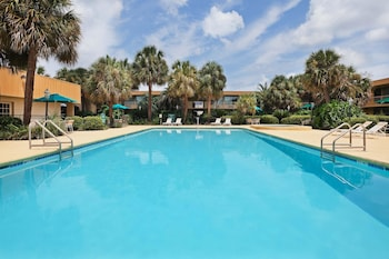 La Quinta Inn New Orleans - Slidell - Slidell, LA 70461 - Pool