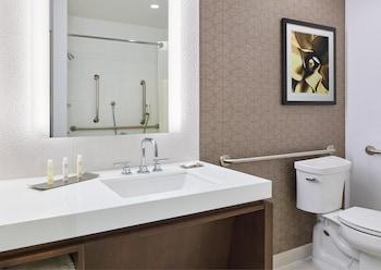 DoubleTree by Hilton Golf Resort San Diego - San Diego, CA 92129 - Guestroom