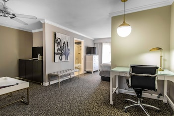 The Burgundy Hotel, an Ascend Hotel Collection Member - Little Rock, AR 72211 - Guestroom