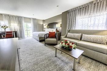 Hotel Capstone - Tuscaloosa, AL 35401 - Guestroom