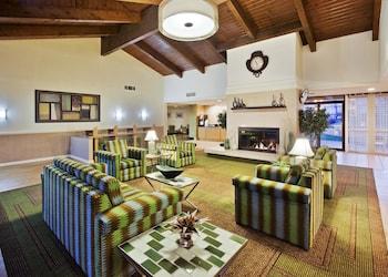 La Quinta Inn & Suites Redding - Redding, CA 96002 - Lobby
